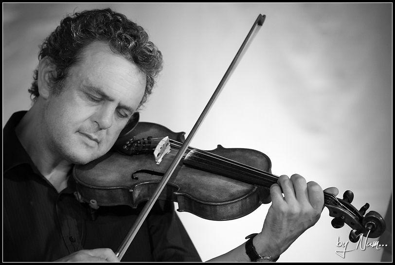 Paul Bradley – Fiddle